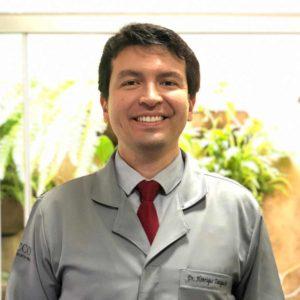 Dr. Henrique Taniguchi, Cirurgião dentista do Centro de cirurgia oral referencia em extração de dente siso